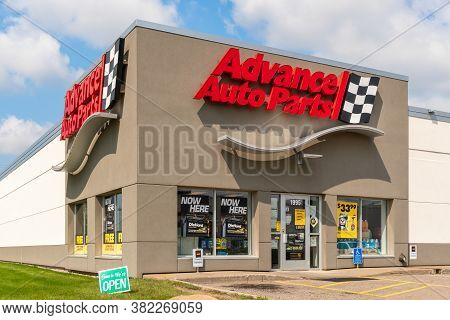 Advance Auto Parts Retail Store Exterior And Trademark Logo