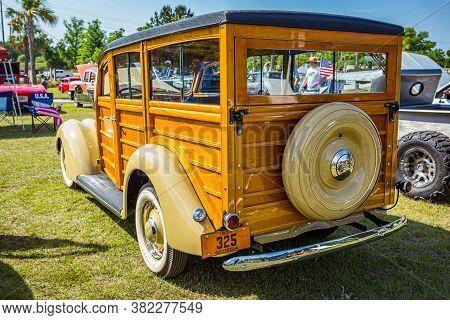 Savannah, Ga / Usa - April 21, 2018: 1937 Ford Woody Station Wagon At A Car Show In Savannah, Georgi