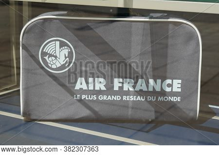 Bordeaux , Aquitaine / France - 08 16 2020 : Air France Logo Sign Text Of French Agency To Flag Carr