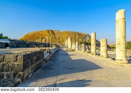 Bet Shean, Israel - August 23, 2020: View Of The Cardo (palladius Street), With Visitors, In The Anc