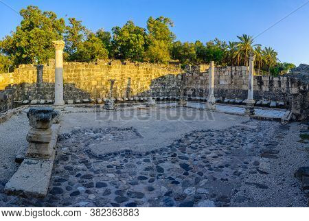 View Of The Remains Of The Public Latrine, In The Ancient Roman-byzantine City Of Bet Shean (nysa-sc