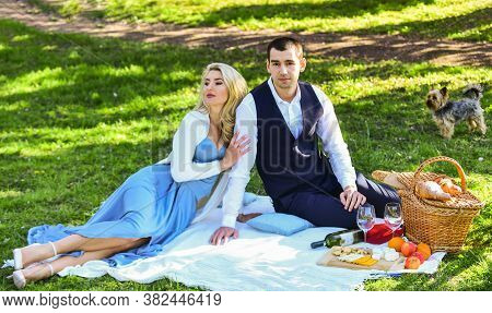 Romantic Date. Man And Woman In Love. Celebrate Love. Vintage Style. Couple In Love Enjoying Picnic