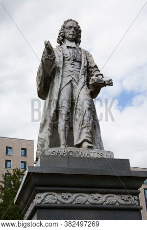A Statue Of Christian Minister Isaac Watts A Hymn Writer At Watts Park In Southampton In The Uk, Tak