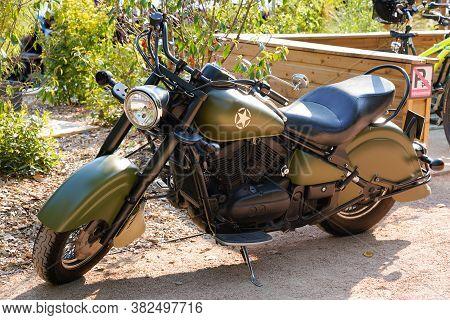 Bordeaux , Aquitaine / France - 08 16 2020 : Kawasaki Classic Motorcycle Vn 800 Drifter V-twin Motor