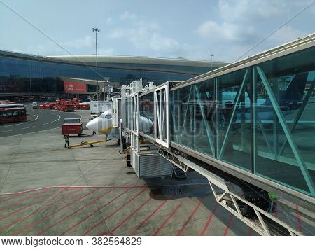 Mumbai, Maharastra/india- December 01 2019: Onboarding A Luxury Flight From The Airport Terminal. A