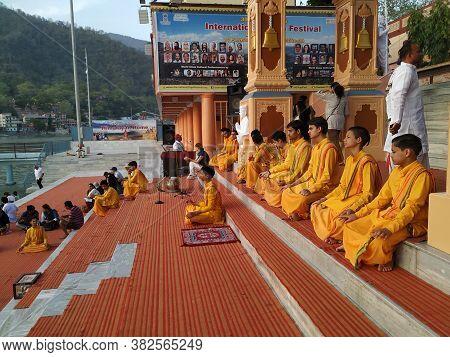 Rishikesh, Uttarakhand/india- August 20 2019: Hindu Children Sitting Together To Offer Prayer To God