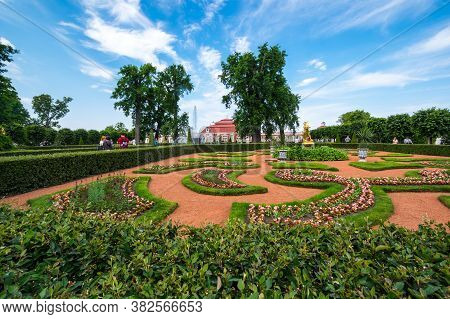 Saint- Petersburg, Russia - June 18, 2018: Monplaisir Palace In The Lower Garden Of Petergof, Saint-