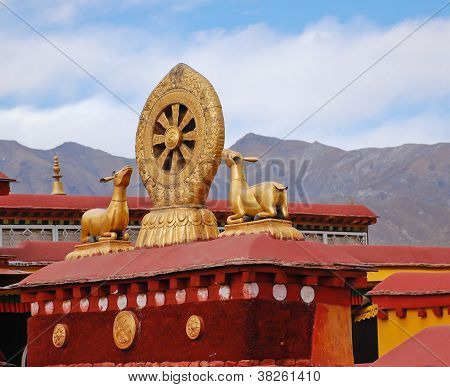 Gilt Roof Statues Of Jokhang Temple