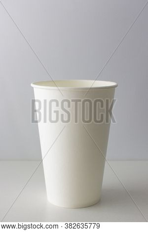 Empty White Paper Cup, Disposable Tableware Empty White Paper Cup, Disposable Tableware