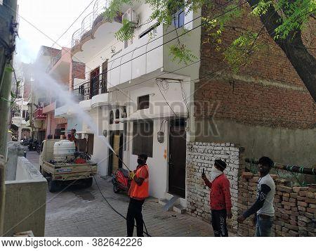Mumbai, Maharastra/india- April 10 2020: Staff Of Municipal Corporation Is Conducting The Air And Wa
