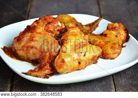 Appetizing Toasted Plate Of Chicken Wings On Brown Wooden Table Crispy Buffalo Chicken Wings Baked.