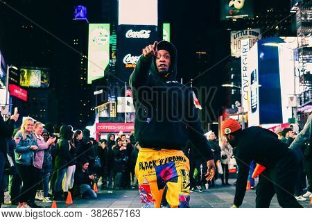 New York, Usa - February 7, 2020: Street Performance. African American Man Pointing The Finger And S
