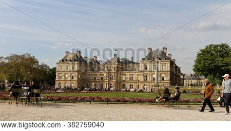 Paris, France-april, 4, 2017:luxembourg Palace, House Of French Senate, In Jardin Du Luxembourg, Als