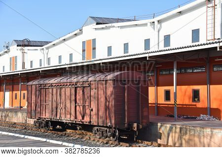Loading And Unloading Of Railway Cars, Boxcar And Containers At Temporary Storage Warehouses. Custom
