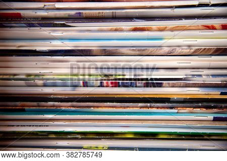Extensive Collection With A Lot Of Glossy Multi-colored Magazines. Periodicals, Official Publication