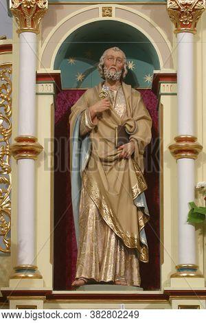 SVETI IVAN ZELINA, CROATIA - JUNE 26, 2013: Saint Peter statue on the high altar in the parish church of Saint John the Baptist in Sveti Ivan Zelina, Croatia