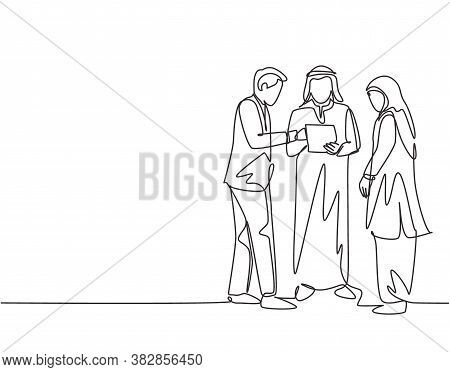 One Single Line Drawing Of Young Muslim Businessman Discussing Business Deal Together. Saudi Arabia