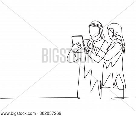 Single Continuous Line Drawing Of Young Muslim Marketing Manager Discussing Strategy To Increase Pro