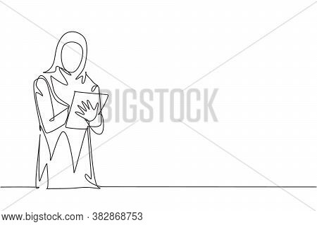 One Continuous Line Drawing Of Young Female Muslim Businesswoman Analyzing Company Business Progress