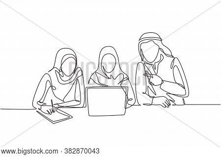 One Single Line Drawing Of Young Male And Female Muslim Employees Take Overtime To Finish Works. Sau