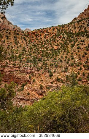 The Watchman Trail Is A Three Mile Round Trip Trail Ending At The Watchman Overlook In Zion National
