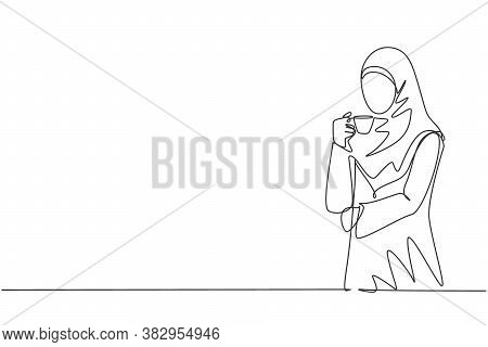 One Continuous Line Drawing Of Young Muslimah Businesswoman Thinking Business Ideas While Holding A