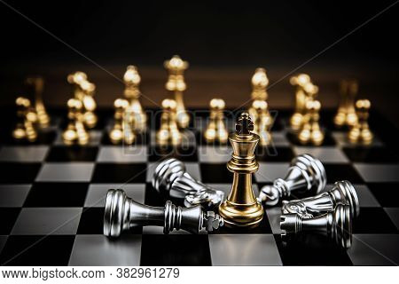 King Golden Chess Standing Confront Of In The Middle Of The Falling Silver Chess Concepts Of Leaders