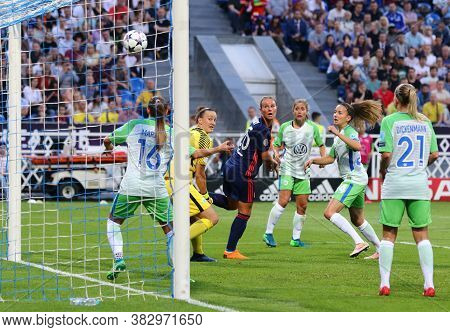 Kyiv, Ukraine - May 24, 2018: Vfl Wolfsburg Players (in Green) Defend Their Net During The Uefa Wome