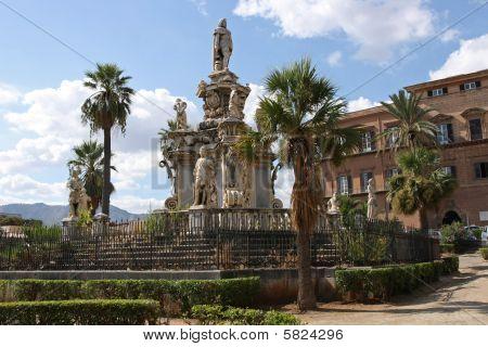 Statue in Piazza Delle Palme