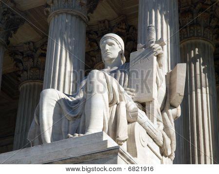 Estatua de Tribunal Supremo