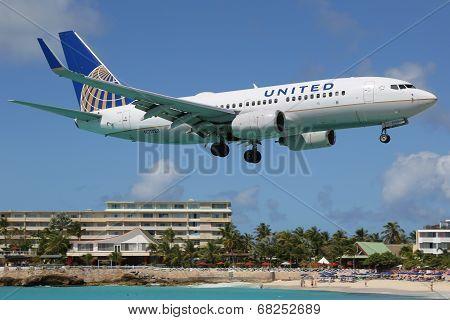 United Airlines Boeing 737-700 Landing St. Martin