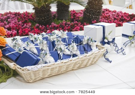 Wedding favors wicker.