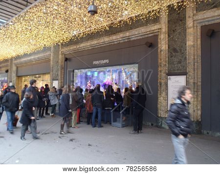 Christmas Decorated Window Display, Printemps Paris