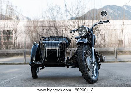 frontview of black old oldtimer motorcycle