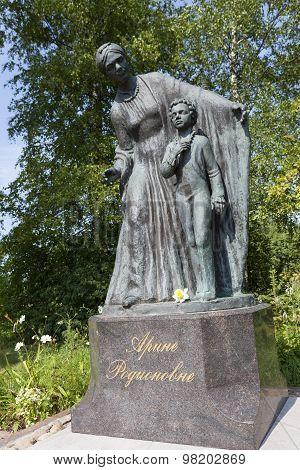 VOSKRESENSKOE, RUSSIA -  AUGUST 08, 2015: Photo of Monument Arina Rodionovna.