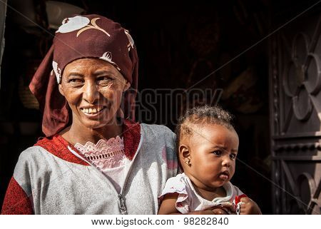 Woman With Child, Egypt