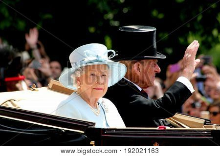 LondonEngland 17th June 2017 HM Queen Elizabeth & HRH Prince Phillip Returning to Buckingham Palace After Trooping The Colour
