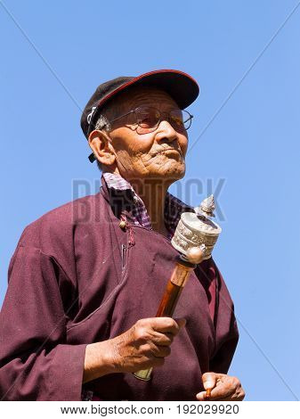 Leh, Jammu And Kashmir, India - Sep 01, 2012: The Elderly Ladakhi Man With Hand Prayer Wheel On The