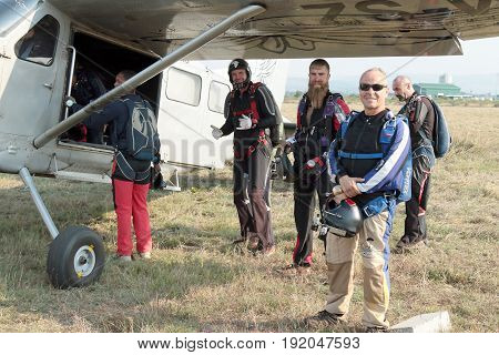Skydivers Mounting A X328 Atlas Angel Turbine Specially Equipped Aircraft For Skydiving