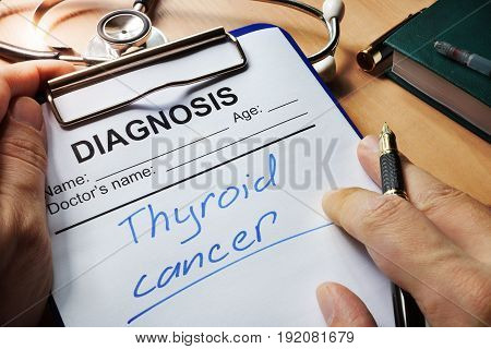 Diagnosis thyroid cancer in a medical form.