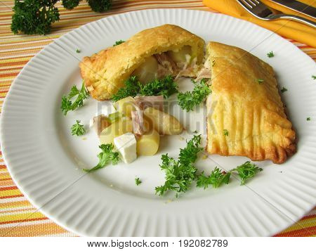 Ddumplings filled with vegetables, herbs and chicken
