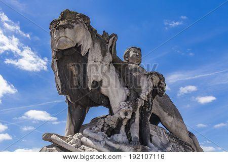 Statue Lion A L'enfant At Pont Alexandre Iii In Paris