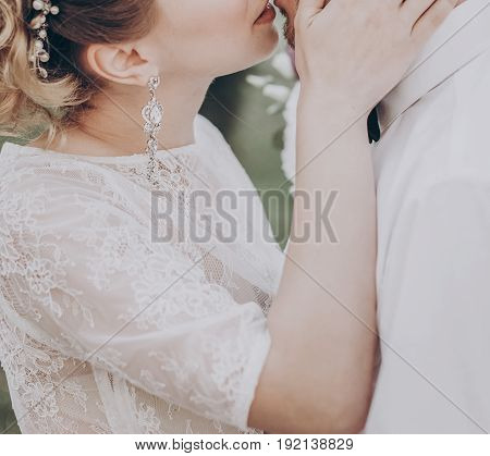 Stylish Wedding Bride And Groom Kissing In Sunny Park, Sensual Moment. Modern Couple Hugging And Emb