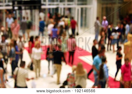 indistinct image of crowd of people in the supermarket