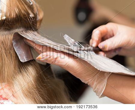 weave hair in a beauty salon . A photo