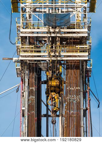 Top Drive System (TDS) Spinning for Oil Drilling Rig