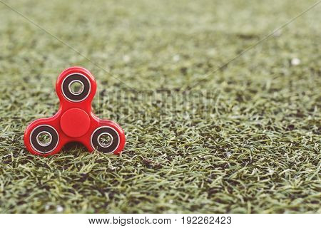 the popular red spinner gadget in 2017 of the soccer (football) artificial field