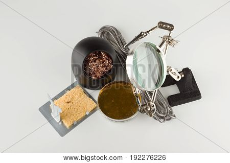 Set for processing and soldering electronic circuits