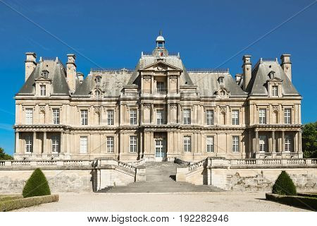 The Maisons-Laffitte castle is a prime example of French baroque architecture and a reference point in the history of French architecture.