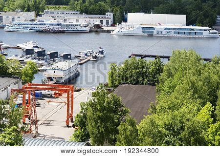 The scenery at the yacht club on a Sunny day in Dolgoprudny.